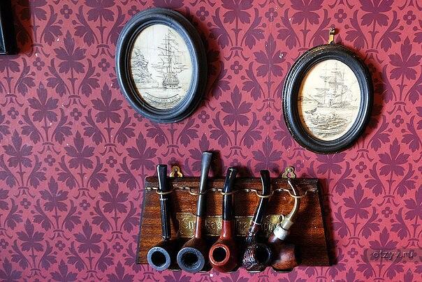 27 марта 1990 года в Лондоне на Бейкер-стрит открылся музей Шерлока Холмса