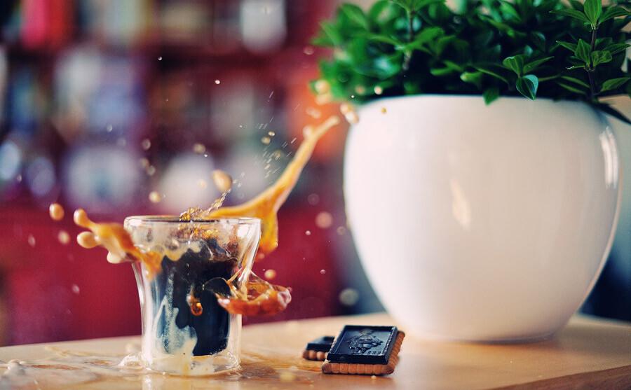 Не кладите в утренний кофе вчерашние горестные воспоминания…