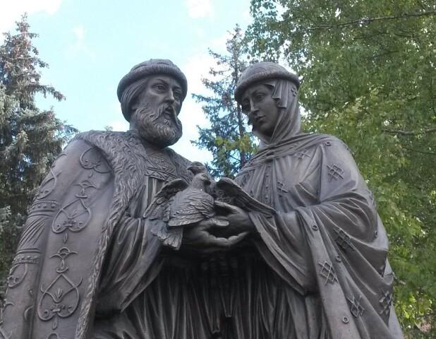 Памятники святым  Петру и Февронии в разных городах России