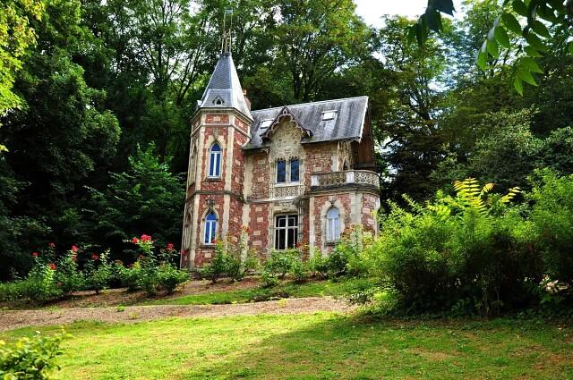 Недалеко от Парижа находится замок Монте-Кристо
