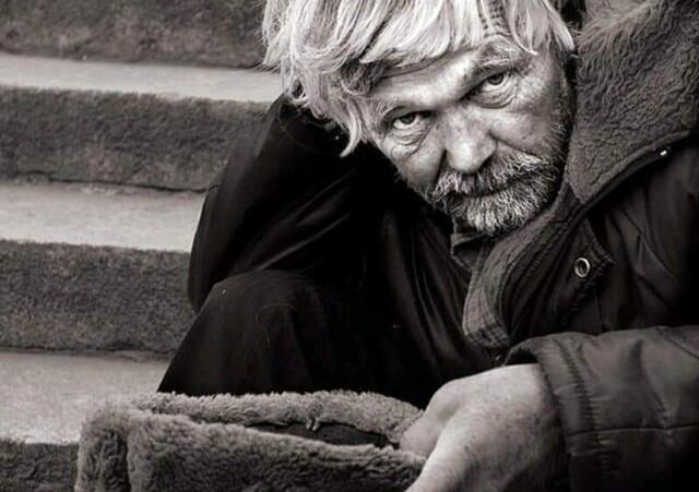 Разговор с бездомным. Рассказ Евгения Тренёва
