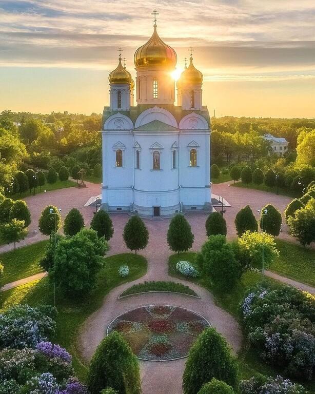 Осенний Петербург и его окрестности с высоты птичьего полета...