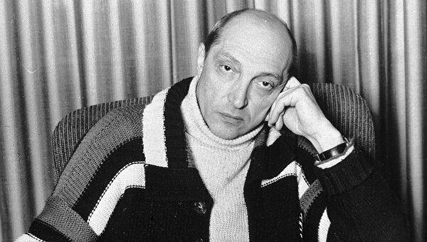 Михаил Михайлович Козаков