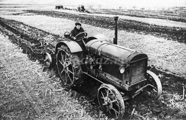 Что разрушило жизнь прославленной на всю страну трактористки Паши Ангелиной