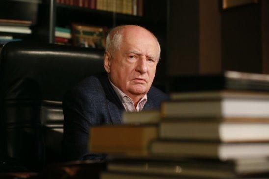 Марк Анатольевич Захаров
